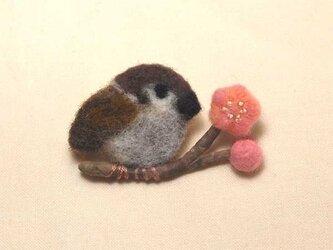 羊毛ブローチ「梅とすずめ」の画像