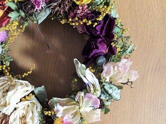 乙女な春リース チューリップ、バラ、ミモザ、木の実の画像