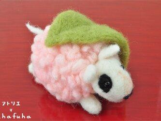 羊毛フェルトの桜餅わんこ ブルテリアの画像