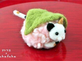 羊毛フェルトの桜餅にゃんこ 三毛猫の画像