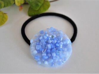 フリットガラスの髪飾り(ブルー) ヘアゴムの画像