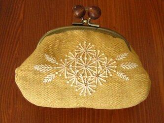 手刺繍・がまぐちポーチ(白小花)の画像