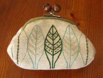 手刺繍・がまぐちポーチ(木の葉)の画像