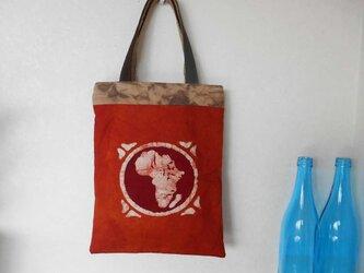 マダガスカルと日本の手染め手提げバッグの画像
