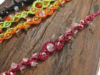 新色追加!天然石のマクラメ編みアンクレットorブレスレット/浜辺(ピンク系×クラッククォーツ、水晶)の画像