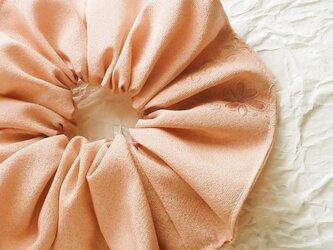 シルクの刺繍シュシュ(チーク)大Bの画像