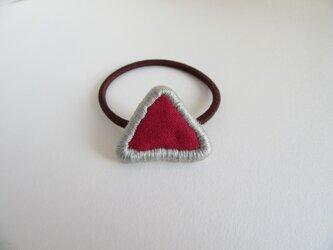 『ふちどり刺繍の三角』ヘアゴムの画像