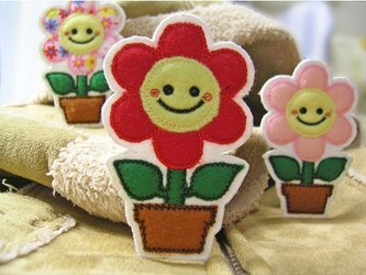 赤いお花のスマイルマーク★にこにこワッペン★植木鉢の画像