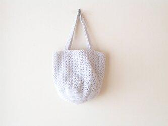 透かし編みのバッグ(グレー)の画像