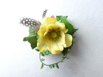 yellow anemone コサージュ の画像