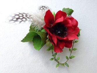 red anemone コサージュ の画像