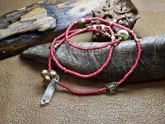 水晶と金赤ホワイトハーツのネックレスの画像