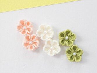 イヤリング 三色団子カラー♡キュートな小梅さん耳飾り♡正絹 つまみ細工  和  着物 春の画像