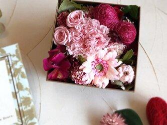 Box Flower かわいいピンクの画像