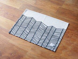 ランチョンマット ブラックホワイトウェーブ 2枚組 LAMOPPEデザイン 天然リネン jubileeteatoweltt071の画像