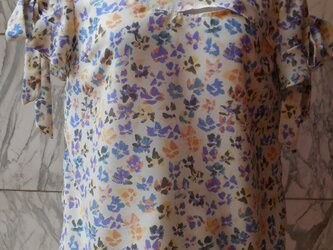 花柄フロント切替袖リボンブラウスの画像