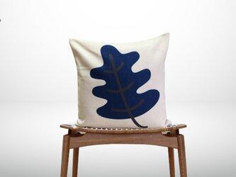 森のクッション Big leaf White design  ヒノキの香りの画像