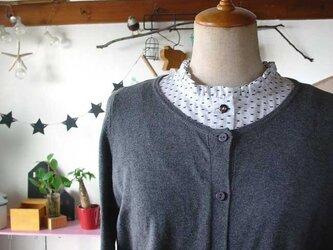 リボン柄付け襟のインナーバージョン(半袖白フリル襟)の画像