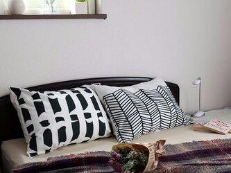 枕カバー 寝具 63×43cm ブラックフロー 北欧デザイン jubileemkr035ymの画像