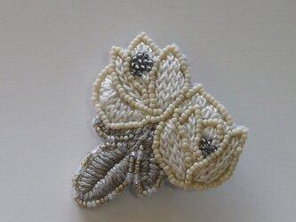 薔薇*白 刺繍ブローチの画像