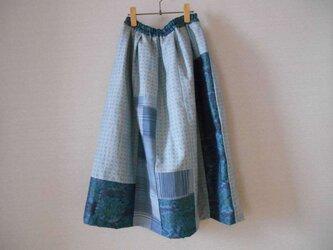 ブルー系紬のパッチワークリメイクスカートの画像