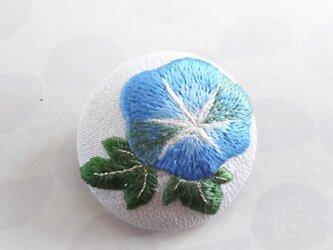 青い朝顔の日本刺繍のブローチの画像