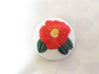 椿の日本刺繍のブローチの画像