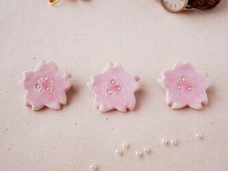 水彩*淡い桜のブローチの画像