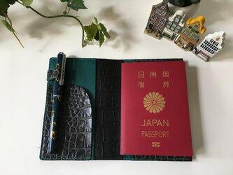 パスポートケース☆バイカラー陰影ある黒×緑♪の画像