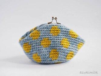 編みがま口・丸型【ブルー×マスタードドット】の画像