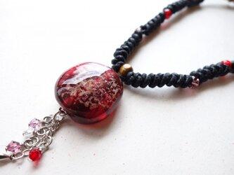 編み込みネックレス(赤)の画像