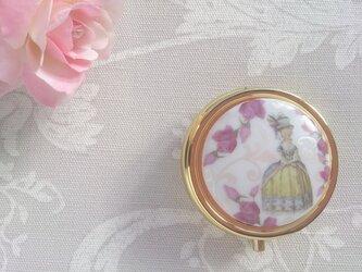 マリー・アントワネットと薔薇 コンパクトミラー付きケースの画像