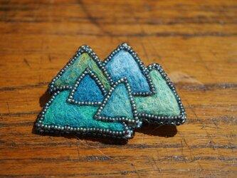 山のキラメキ ブローチ(連なる山)の画像