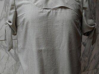 ストライプロント切替袖リボンブラウスの画像