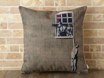 クッションカバー 45×45cm Banksy ウインドウカップル jubileecushionba004の画像