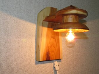 イチイ壁付けブラケット照明器具の画像