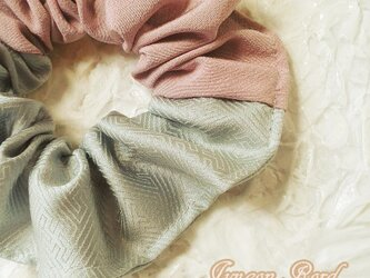 シルクのシュシュ(水面の桜)小の画像