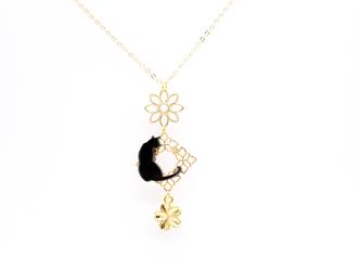 春 桜 黒猫のゴールドネックレスの画像