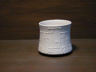 白釉線描ロックカップの画像
