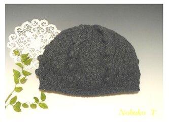 オールシーズン使える、コットン糸の手編み帽子(ブラック)の画像