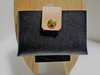黒 イタリアンヌメ型押し革のカードケース の画像