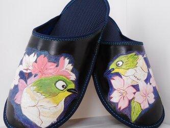 靴職人の革のスリッパ(桜にメジロの図)の画像