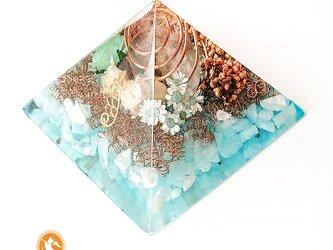 水の癒しのピラミッド アクアマリン 黄金比 オルゴナイト [現物なしの場合は受注制作]の画像