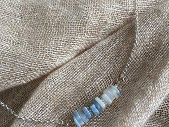 ブルーオパールのディスクネックレスの画像