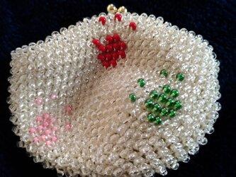 ビーズ編みがま口財布 六足跡 白色の画像