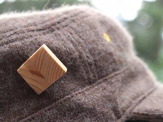 白い犬 森のブローチ・ミニの画像