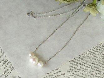ホワイト系あこや真珠スル―ネックレス(9mm・6mm珠使用)の画像
