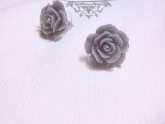 ★Stephan Lea★春の思い出グレー花ピアスの画像