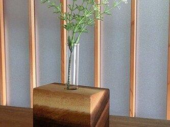 木の一輪挿し モンキーポッドの画像