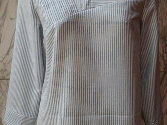 ブルーストライプピンタック切替ブラウスの画像